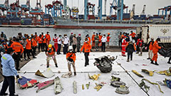 Indonesia steps up efforts to search for black box of crashed plane