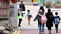 S. Korean Education Ministry to expand in-person classes for younger students