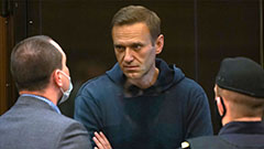 Navalny to appear in court on charges of defamation