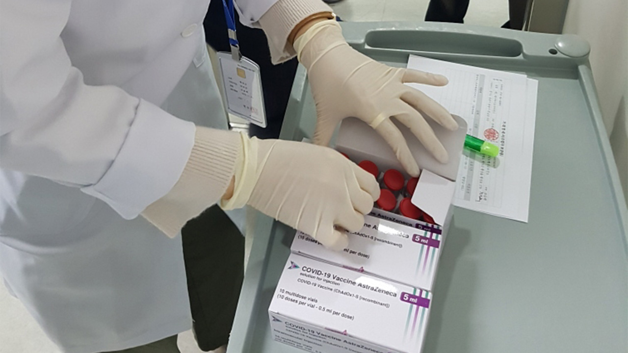 S. Korea's first batch of AstraZeneca vaccines distributed to health centers and care homes nationwide