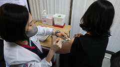 S. Korea confirms 355 new COVID-19 cases on Monday; 765 more people vaccinated the previous day