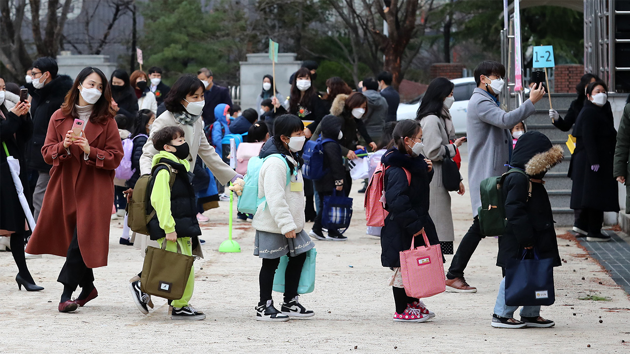S. Korea allows younger grades in elementary school to attend in-person classes
