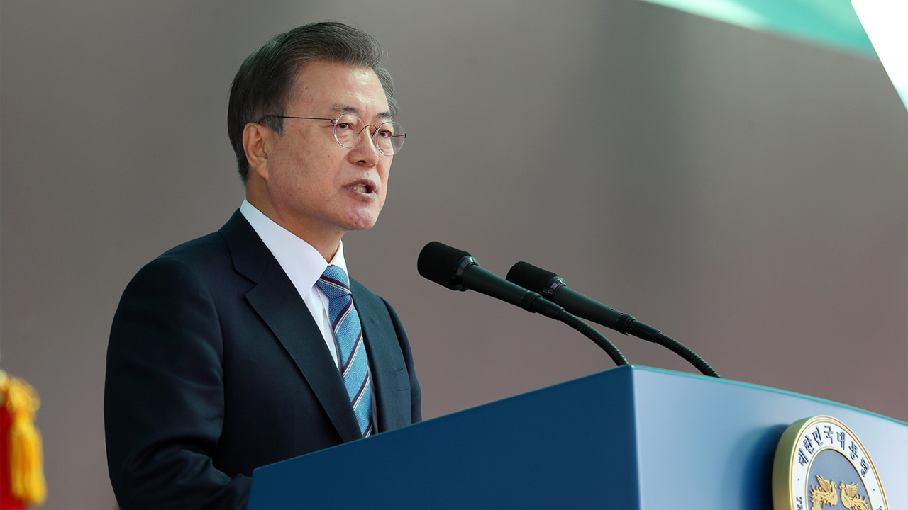 President Moon attends graduation ceremony of Korea Armed Forces Nursing Academy