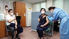 President Moon, First Lady get first dose of COVID-19 vaccine