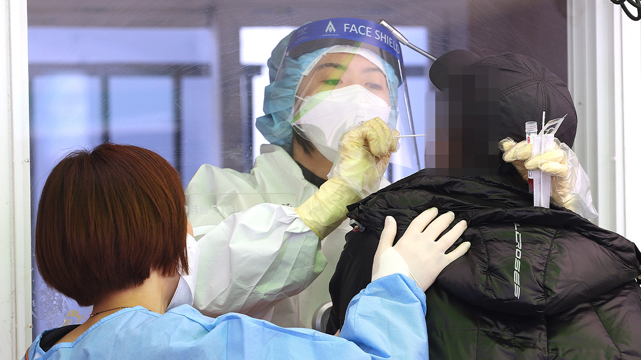 S. Korea reports 698 new COVID-19 cases on Thursday