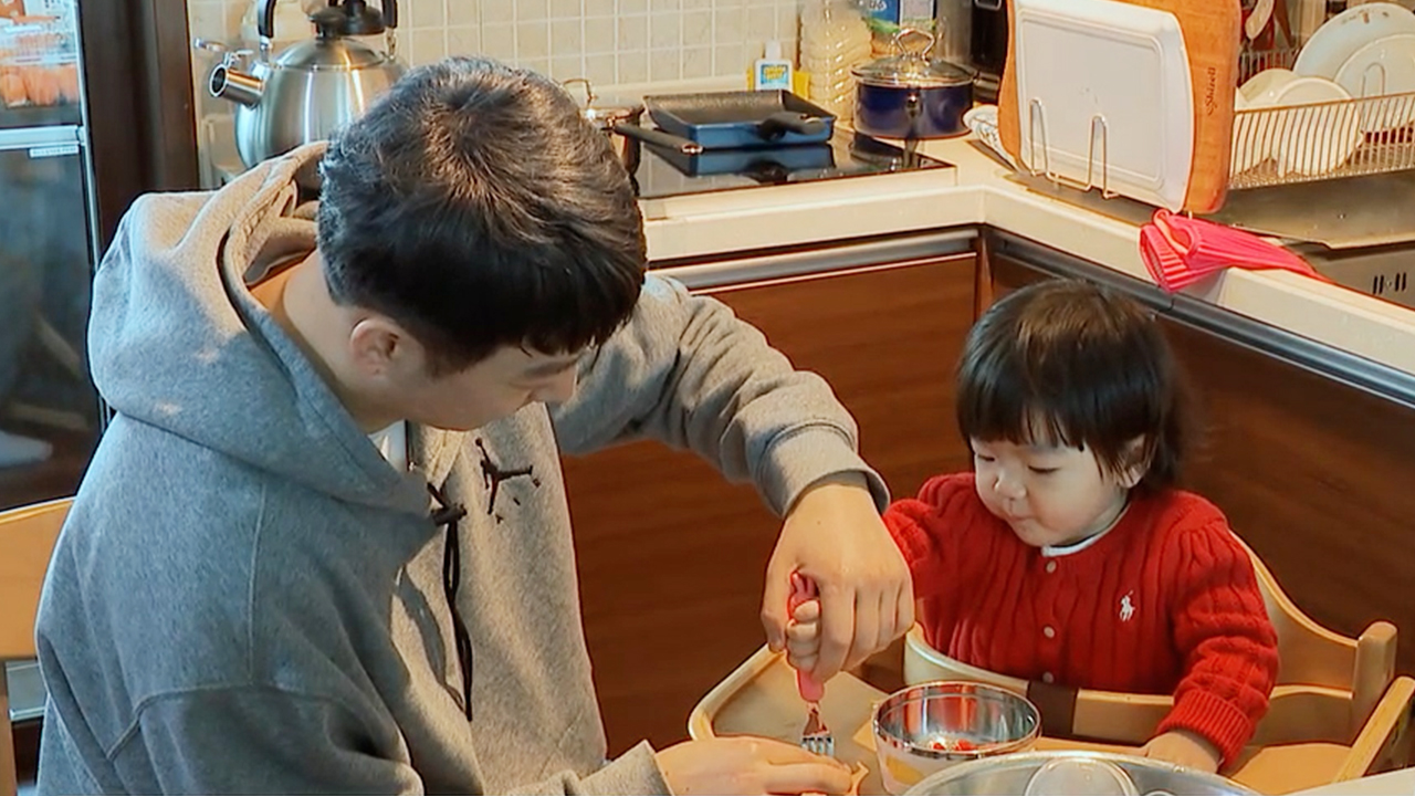 Number of stay-at-home fathers in S. Korea hits record high of 13,000 in March