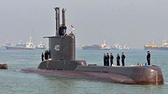 Indonesia continues to search for missing submarine