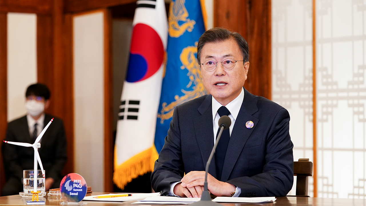 President Moon reaffirms commitment to raise S. Korea's carbon emission reduction goal