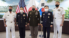 Military chiefs of S. Korea, U.S. and Japan vow to strengthen cooperation