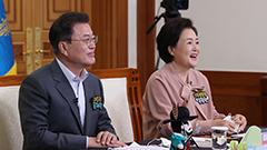President Moon meets with kids online to mark Children's Day