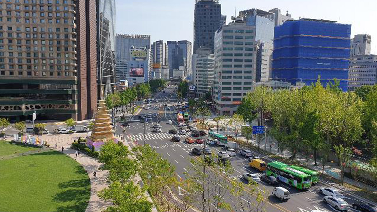 Construction completed on Seoul's Sejong-daero Forest Street, opens to public