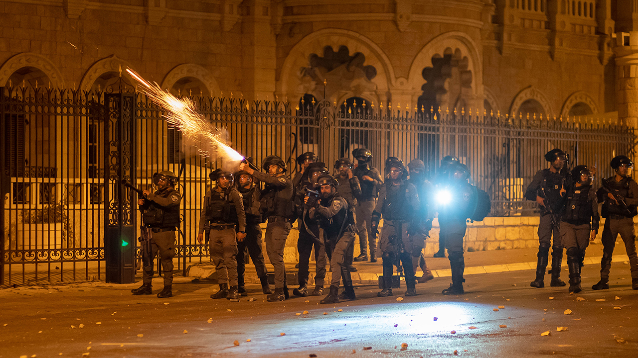 Escalating conflict between Israelis and Palestinians following Jerusalem clashes