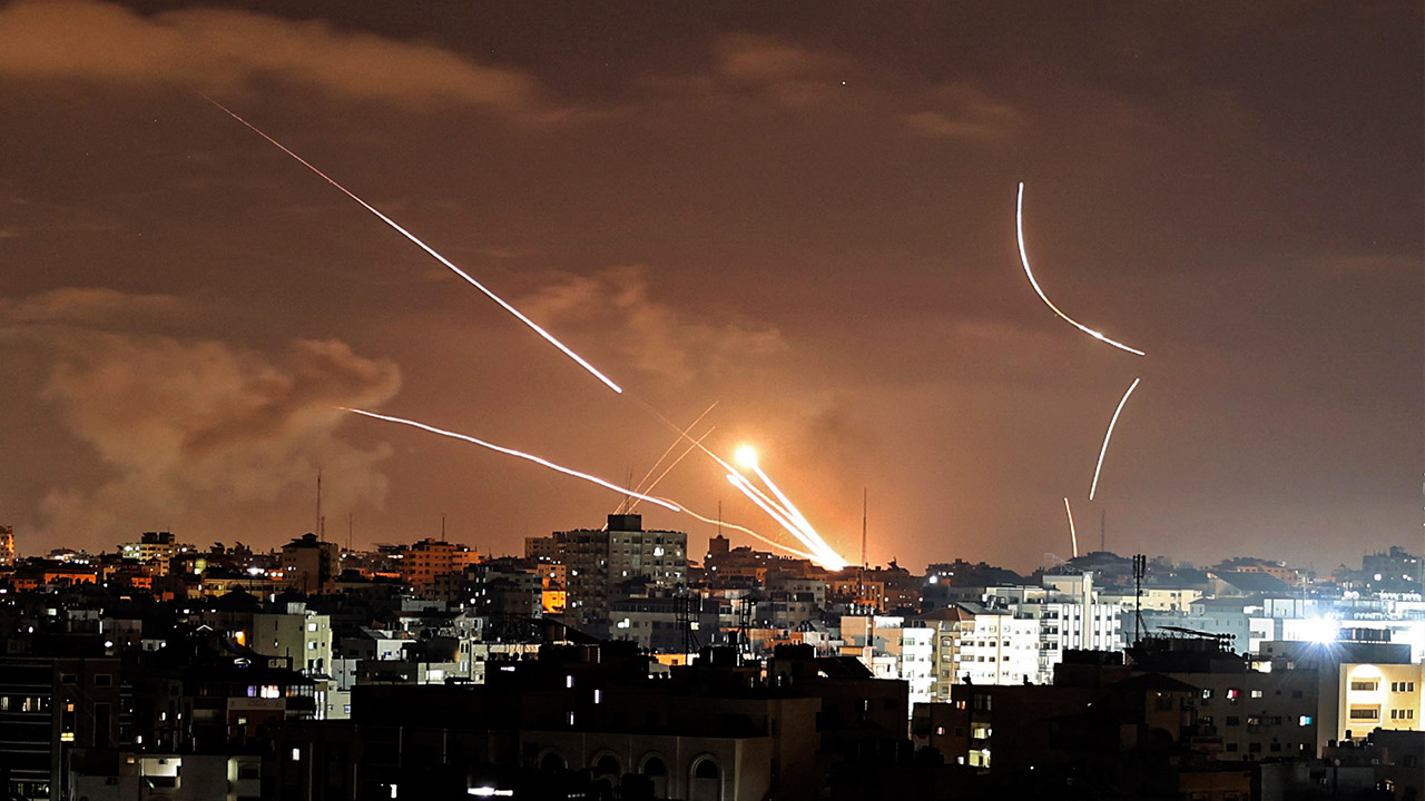 "UN warns of ""full-scale war"" as Gaza militants and IDF continue military retaliation"