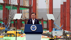 President Moon pledges support to make S. Korea world's best chip manufacturing base