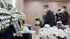 President Moon pays respects at memorial to Air Force sexual assault victim