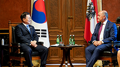 President Moon visits Vienna City Hall; meets with Speaker of Lower House