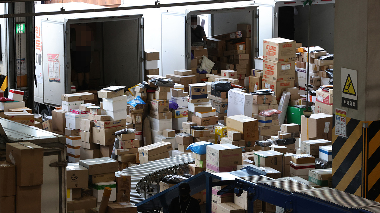Issue of overwork dealt with between logistics firms, delivery workers