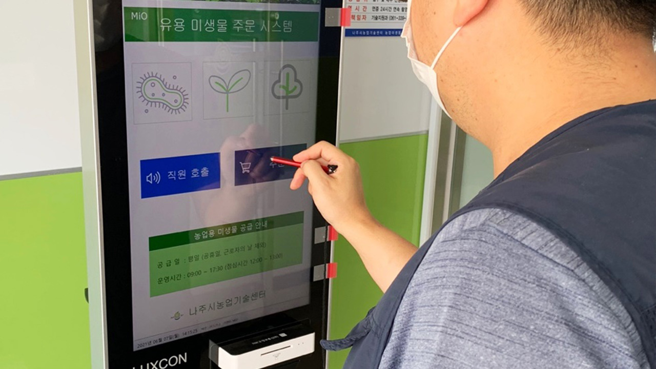 From phones to cars, people can easily shop at self-service stores