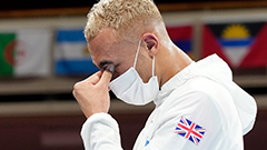 British boxer Benjamin Whittaker skips wearing his silver medal out of disappointment