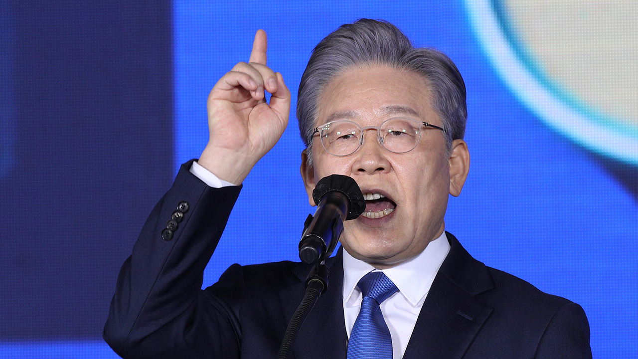Gyeonggi-do Province governor Lee Jae-myung nominated as Ruling DP's presidential candidate