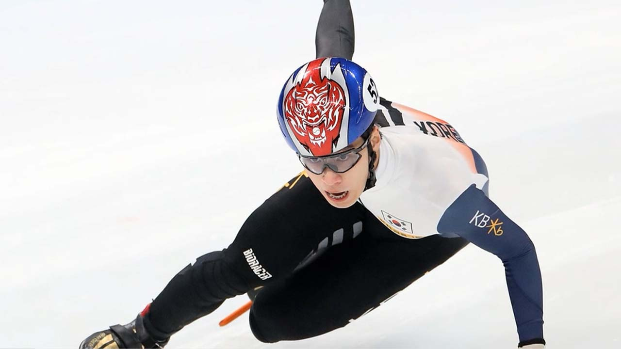 Hwang Dae-heon wins S. Korea's first men's gold at start of Short Track World Cup season