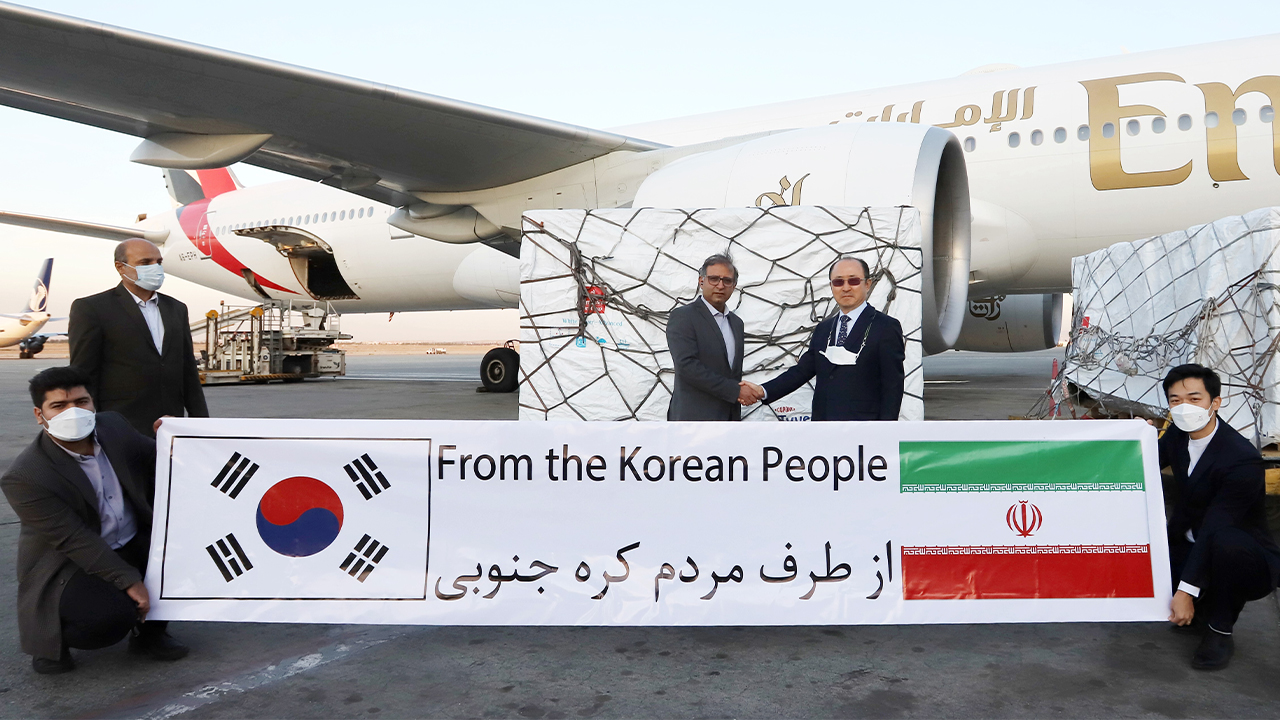 1 mil. doses of AZ vaccine provided by S. Korea arrives in Iran