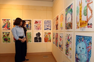 Picture exhibit by S. Korean, Chinese, Japanese kids