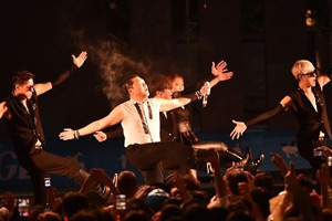 Psy performs at world youth festival in Gwangju