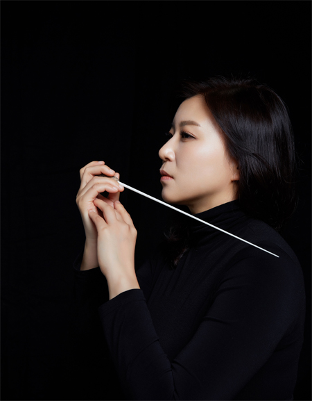 Shi-Yeon SUNG_Conductor_Music Director_Korean Classical Musician