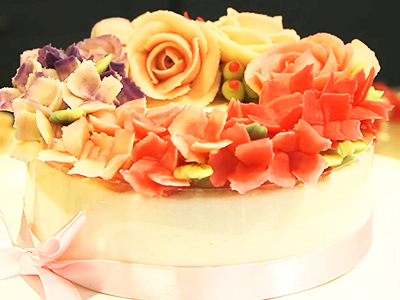 CREATING A FLORAL RICE CAKE MASTERPIECE