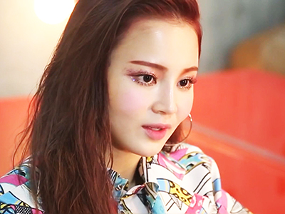 Showbiz Korea _ LEE HI LAUNCHES HER FIRST-EVER ASIA SHOWCASE _ Ep1403