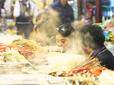 TRADITIONAL STREET FOOD AT GWANGJANG MARKET
