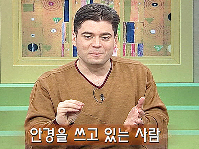 Let's Speak Korean Ep.55 The person wearing the hat is he - 모자를 쓰고 있는 사람이야