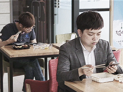 Koreans in Their 20s and 30s, [I Live Well Alone]