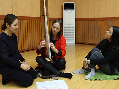 ArTravel _ Gwyneth Wentink, Experience the Korean traditional instrument gonghu