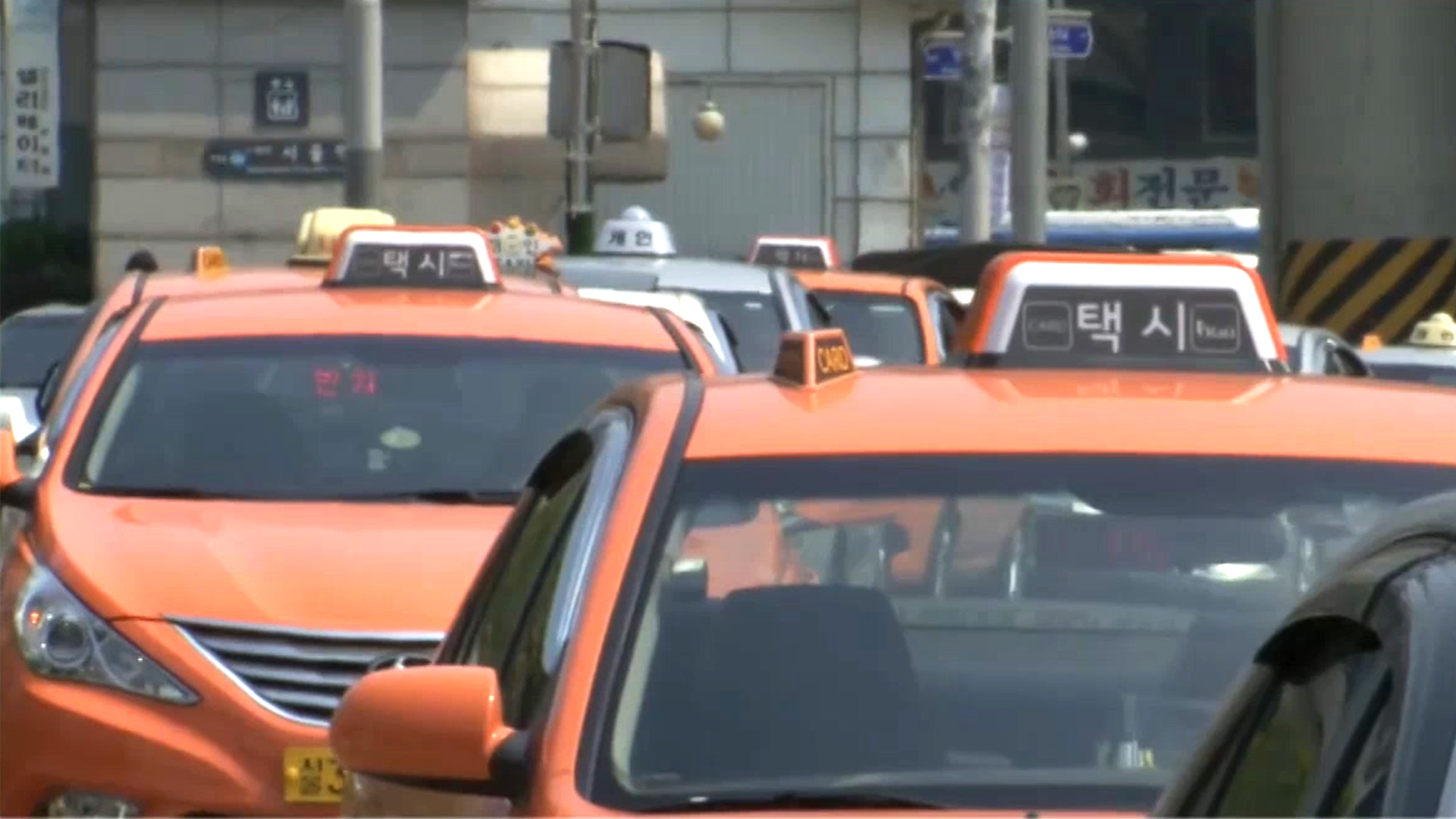 [Foreign Correspondents] 110-1 Controversy over Ride-Sharing Services