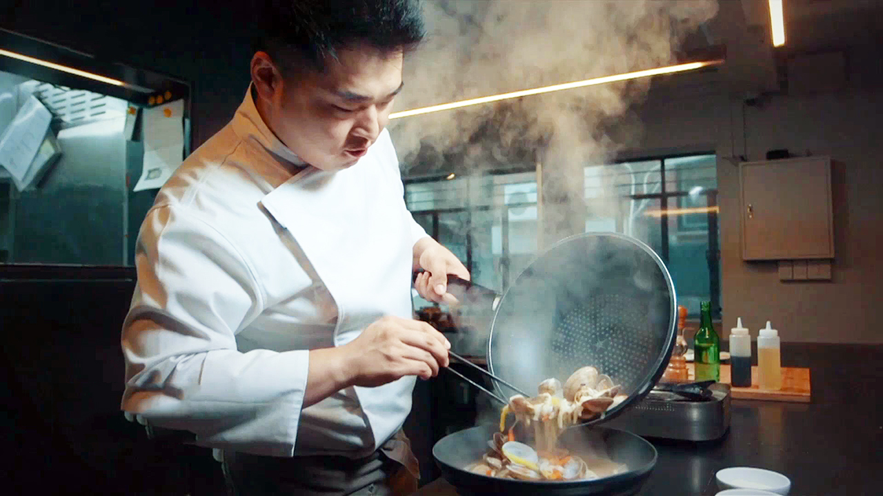 [The INNERview] A Latecomer to Cooking / Chef LEE Wonil