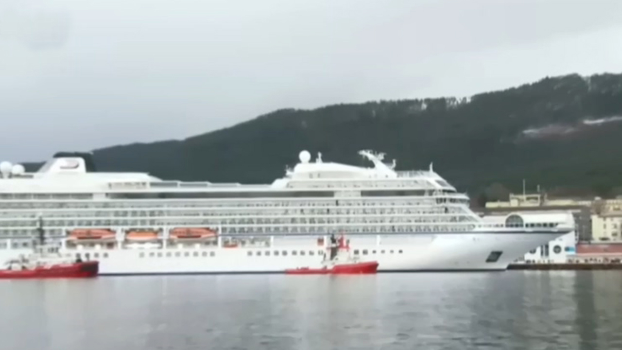 43-5 All Passengers, Crew Members Saved from Stranded Cruise Ship