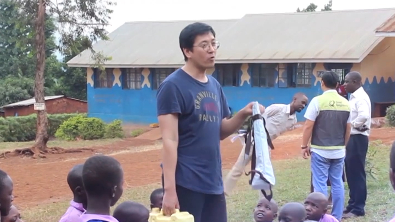 A Miracle Presented By Jerrybag To Uganda | Jerrybag CEO Park Joong-yeol