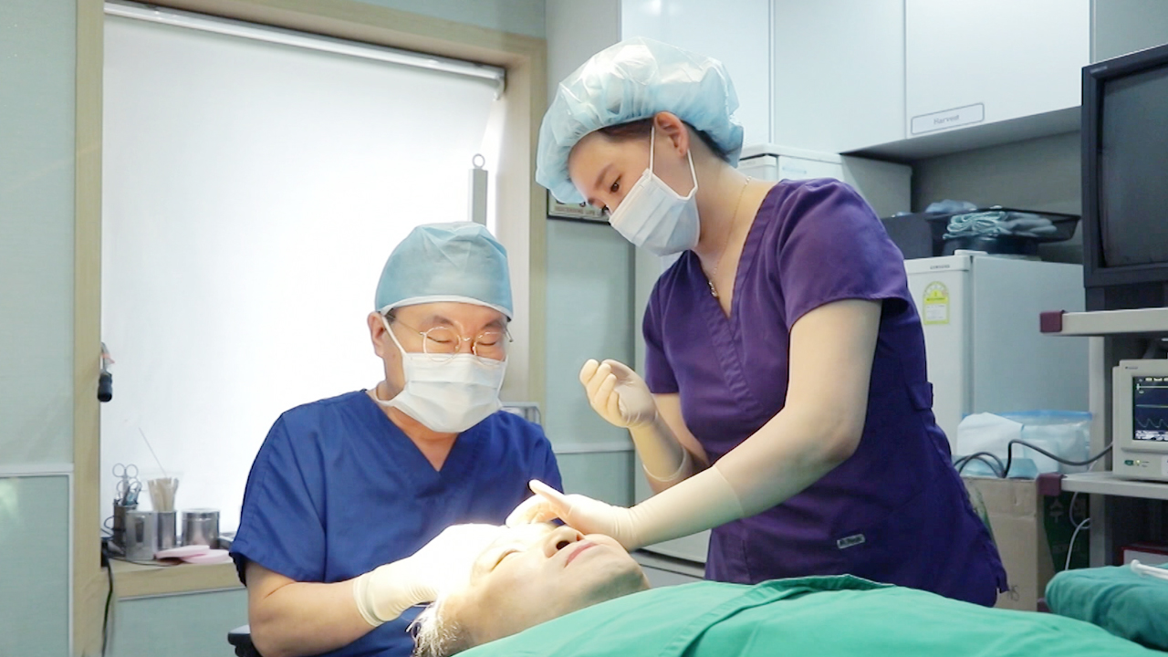 Korea's growing plastic surgery, with own anti-aging center