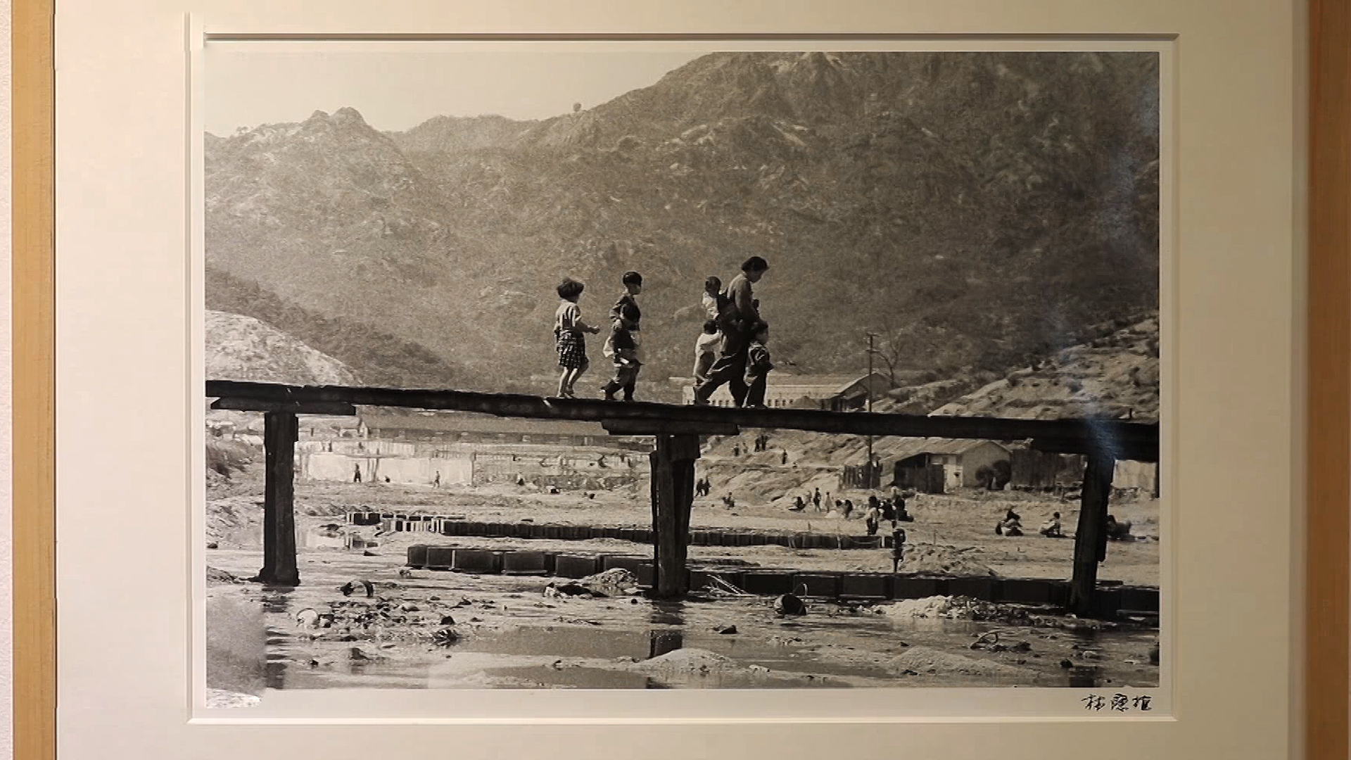 Ep.104 [Portraits of Korea in the 1950's-60's by Photographer Limb Eung-sik / June 28, Railroad Day - Connecting Two Koreas / Korea launches QR code entry logs]