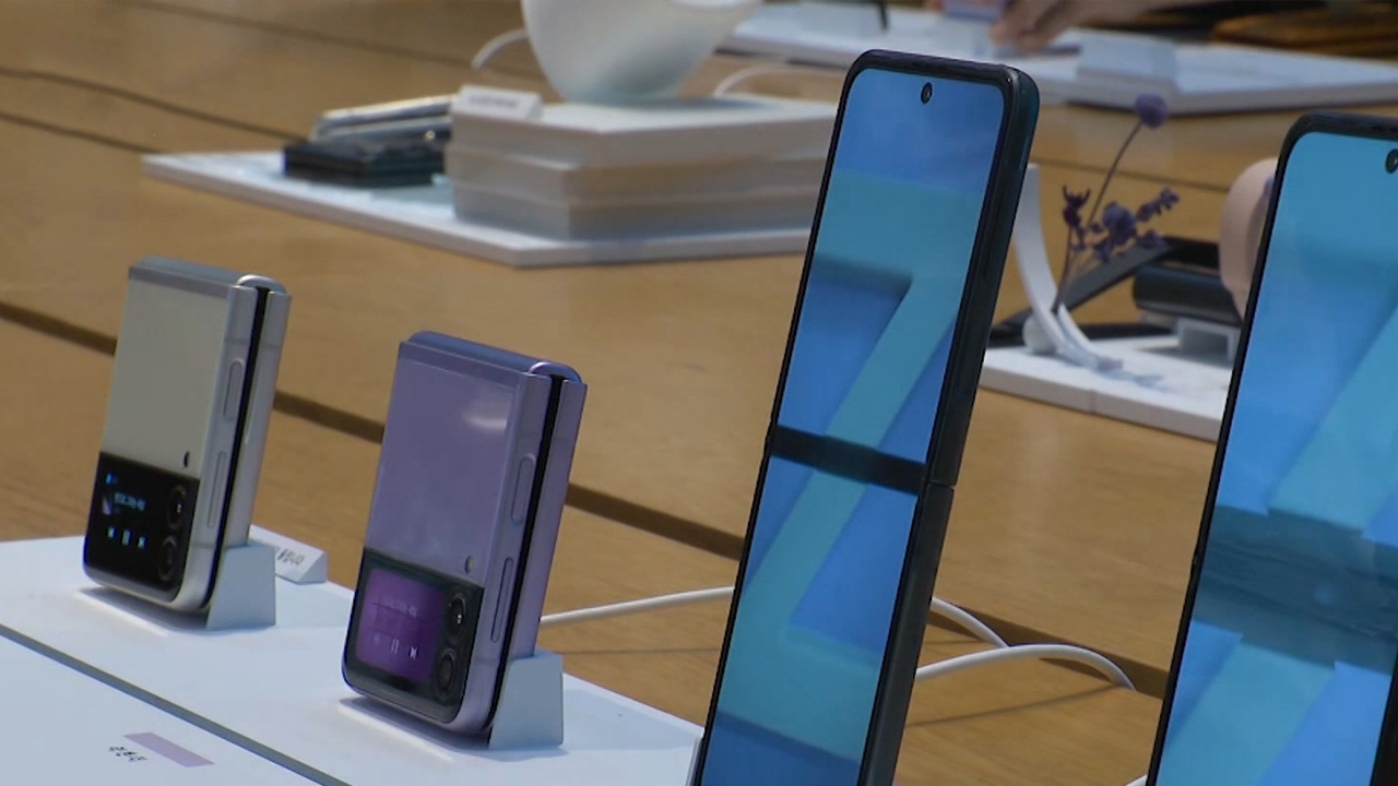 Samsung's Foldable Phone and Prison Release