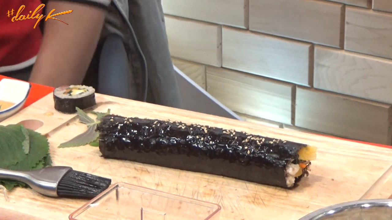 [#Daily K] Yes, Chef : Gimbap (김밥) w/ Peter Bint, Chef Ryan