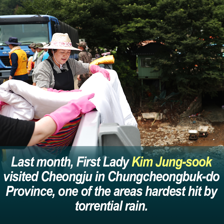 """First Lady Kim Jung-sook, the """"Friendly Jung-sook"""""""