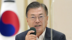 Moon visits NIS for briefing on reform progress