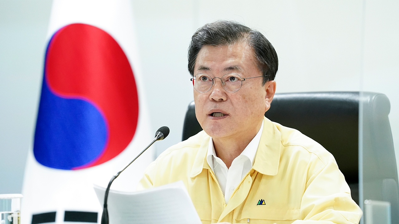 President Moon to call for swift deployment of extra budget to help those hit by distancing rules