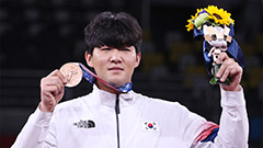 Tokyo 2020: Athletes' journeys from cancer, serious injuries to Olympic medals