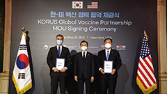 U.S. vaccine material producer Cytiva to invest millions in S. Korea; President Moon meets with Pfizer CEO