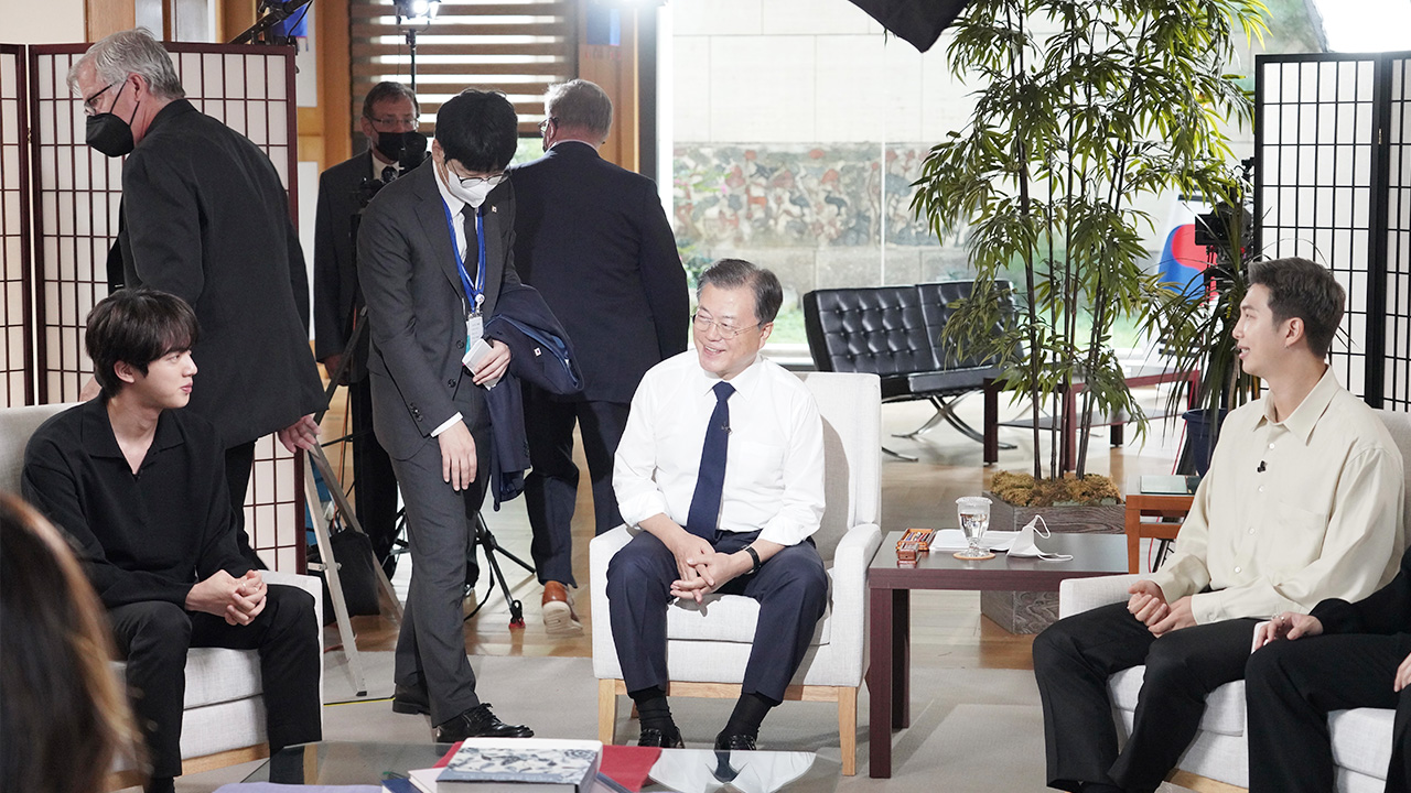 President Moon, BTS share thoughts with U.S. media on sidelines of UNGA