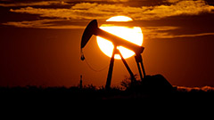 Oil prices rise 1.5% to hit multi-year highs on surging demand
